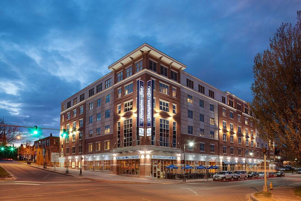 Gallery image of Hampton Inn Portland Downtown Waterfront