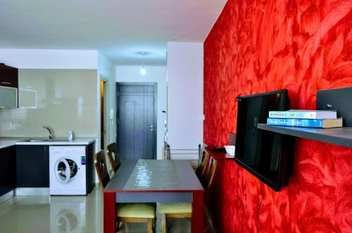 Central Girne Studio Flat with Rooftop Pool