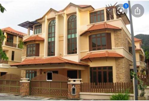 Orange House Homestay