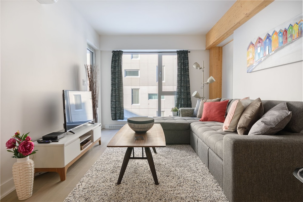 Gorgeous 1BR Sleeps 4 in Griffintown