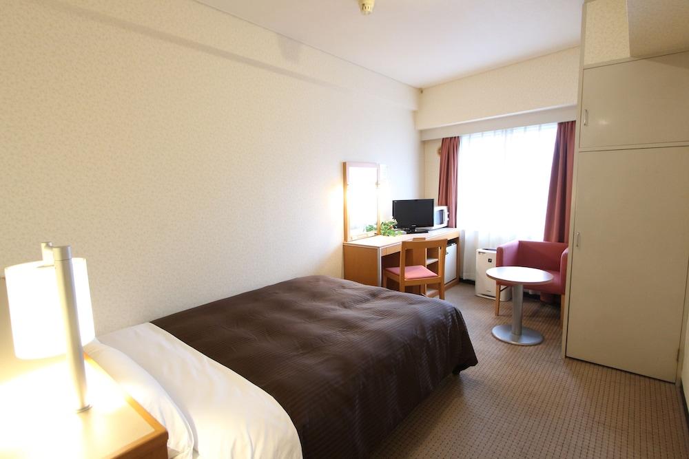Gallery image of Hotel Livemax Yokohama Kannai