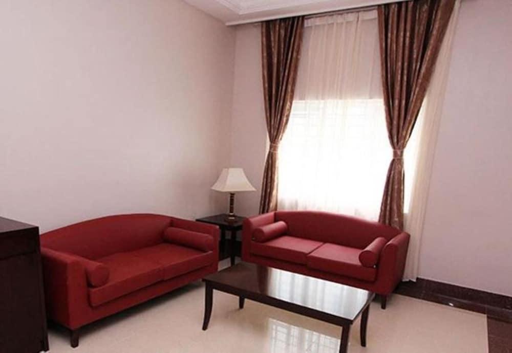 Gallery image of GrandBee Suites