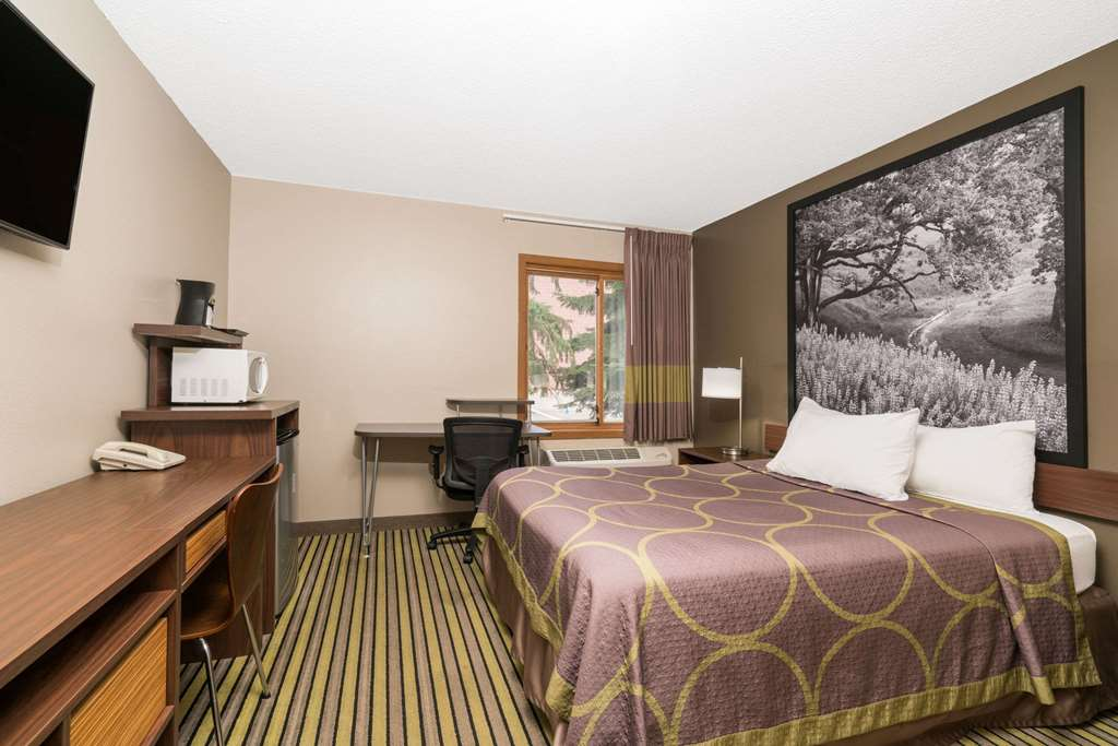 Gallery image of Super 8 by Wyndham St. Cloud