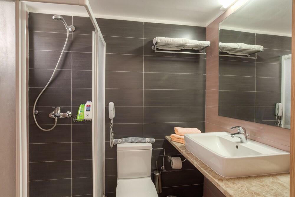 Gallery image of Matina Pefkos ApartHotel