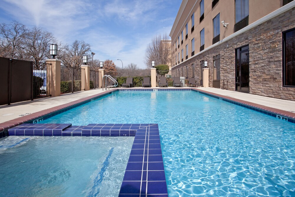 Gallery image of Holiday Inn Express Suites Arlington I 20 Parks Ma