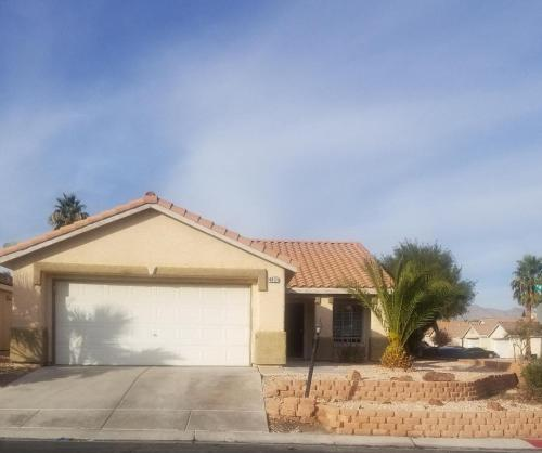 House In a Gated Community 20 min from Las Vegas Blvd