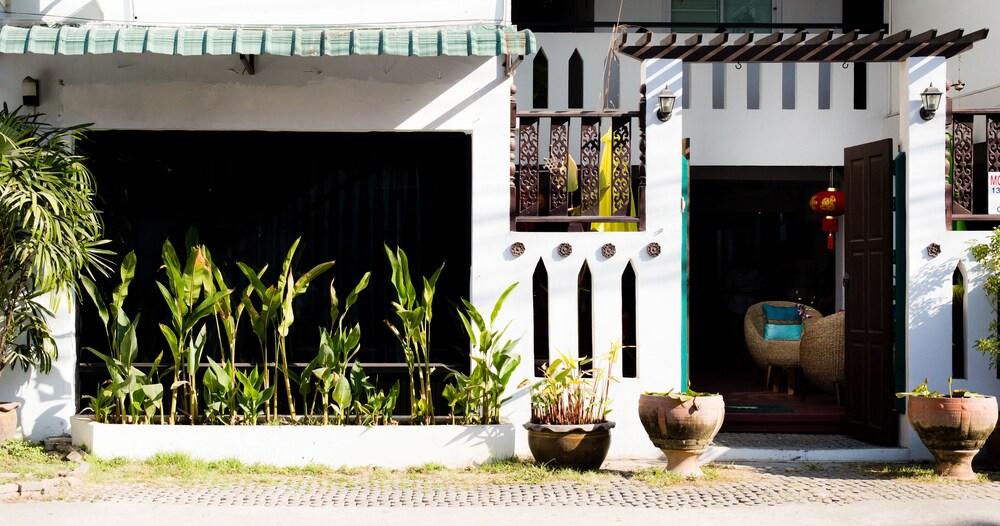 V Lodge