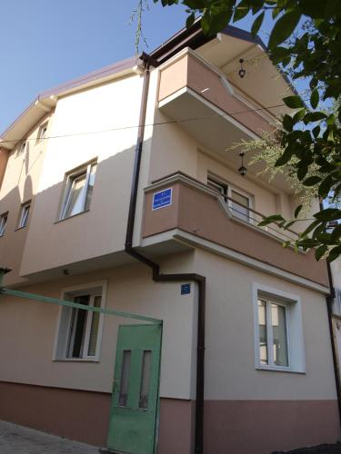 Bogdanovski Studios & Guest Rooms