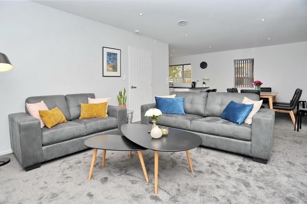 Regents Villa A Christchurch Holiday Homes