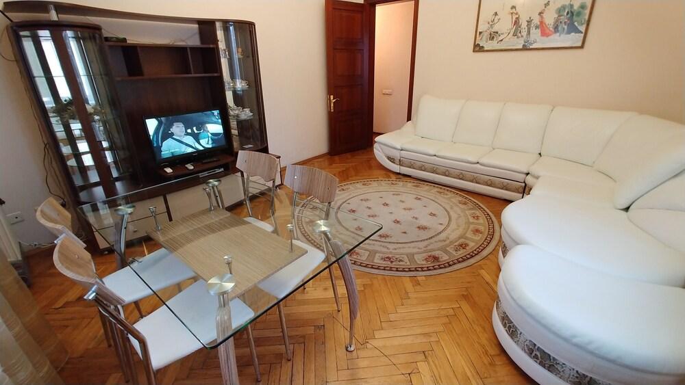 One bedroom 29 Khreshchatyk str Arena City
