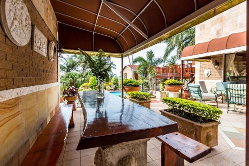 Palm Lodge