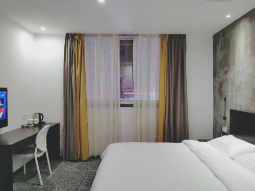 Litchi Hotel