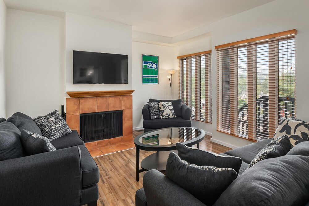 Seattle Vacation Home: The Hawks' Nest