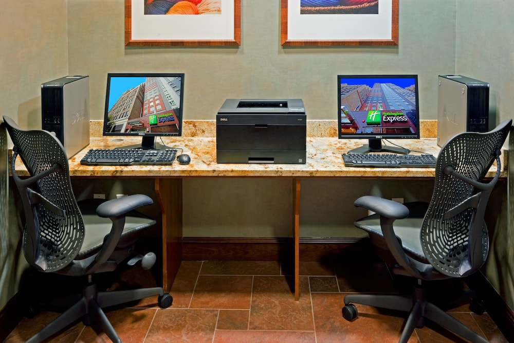 Gallery image of Holiday Inn Express New York City Times Square