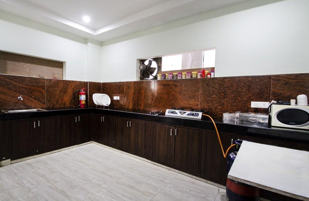 Gallery image of Oyo 6661 Aurum Abode