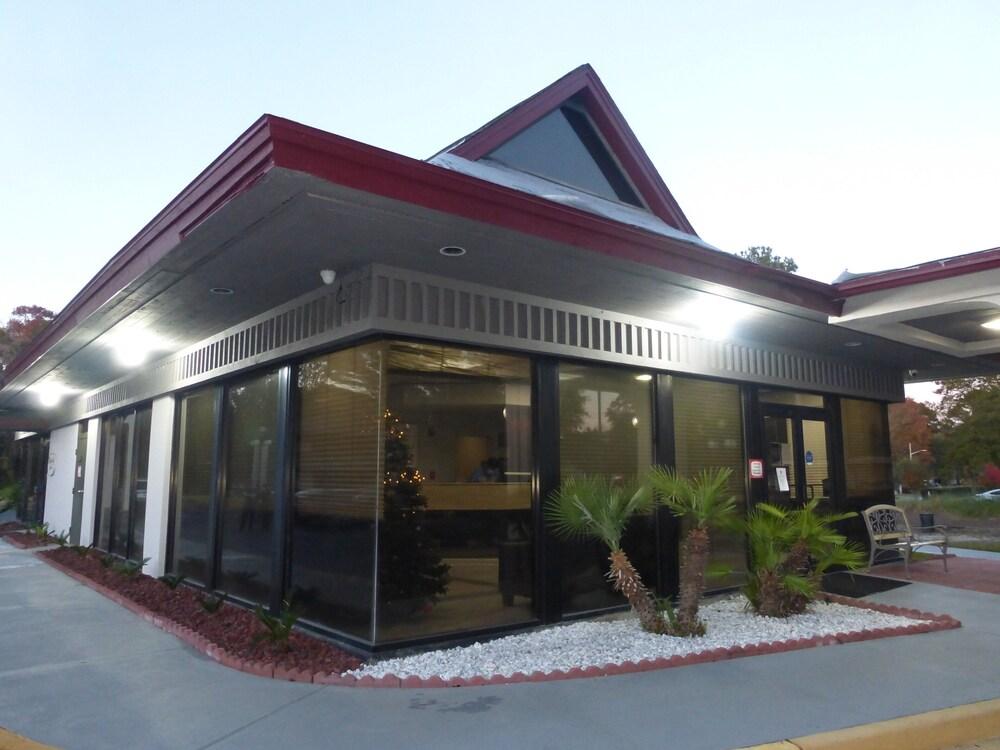 Gallery image of Red Roof Inn Savannah Southside Midtown