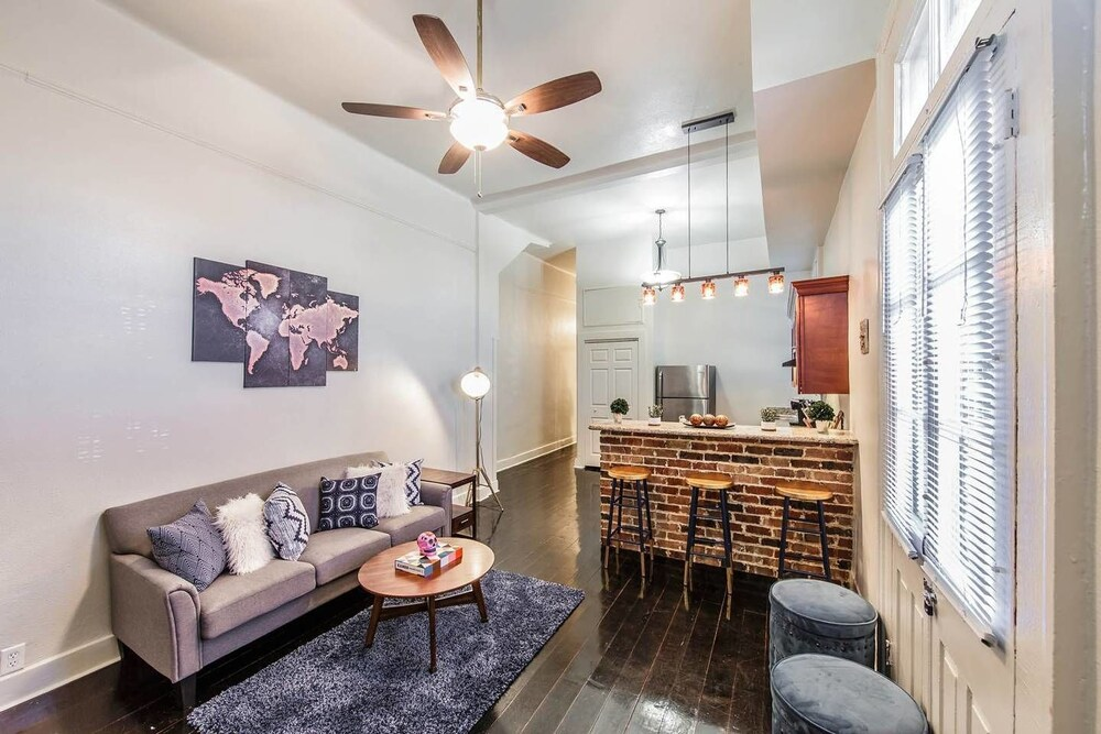 Authentic 2br 2ba in Historic Treme by Domio