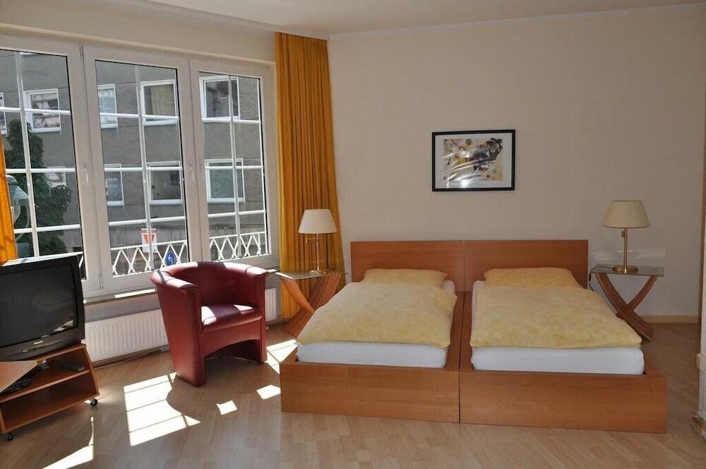 Düsseldorf Center Apartments