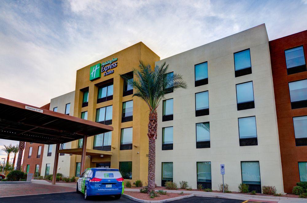 Holiday Inn Express & Suites Phoenix North Scottsdale