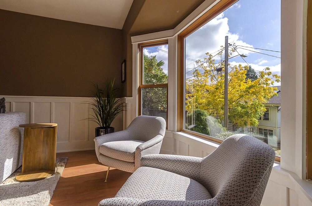 Sleeps 16 Luxurious 6BR Seattle Home