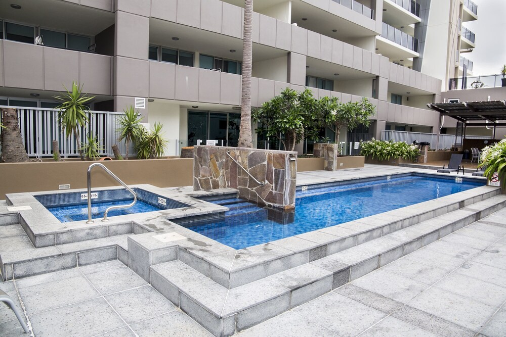 Surfers Paradise Suite with Pool and Spa