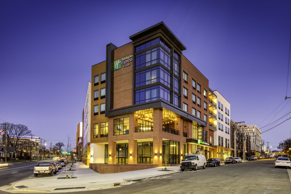 Holiday Inn Express & Suites Charlotte South End