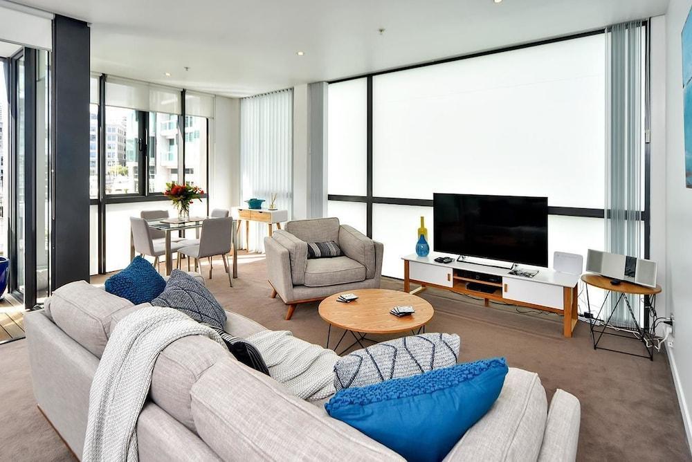QV Central Harbour Apartment 684