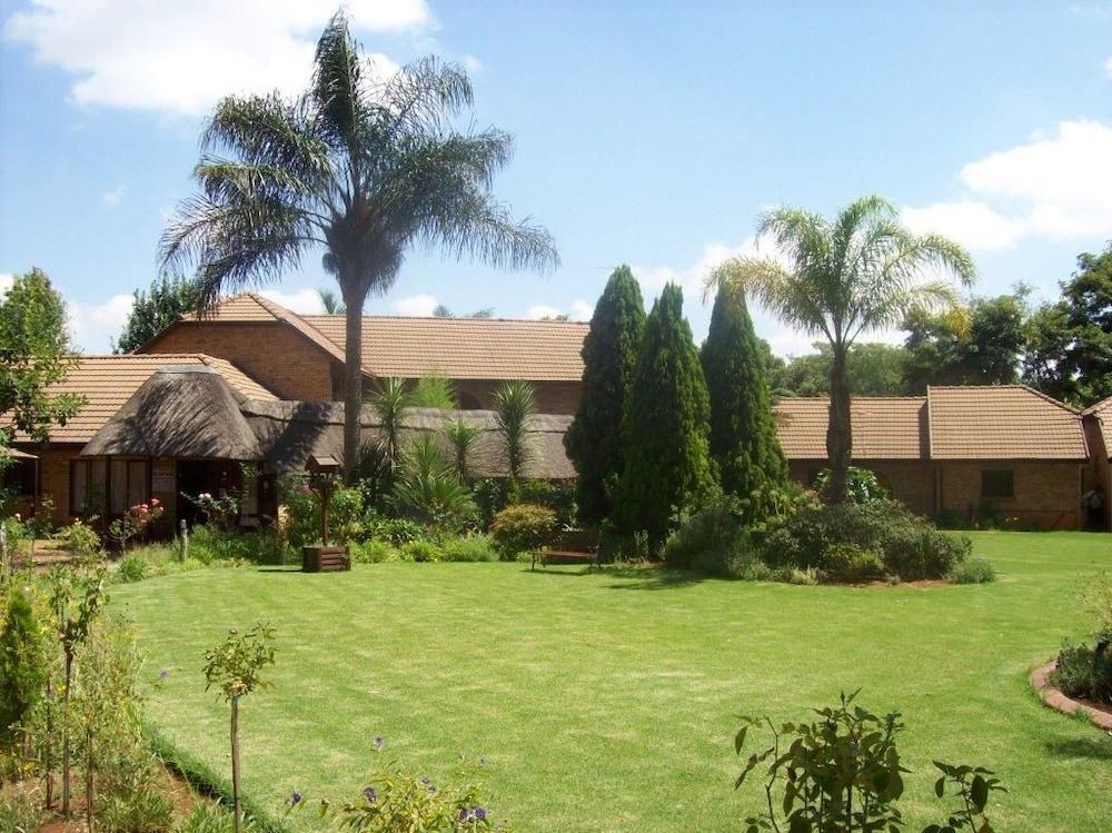 Mannah Guest Lodge