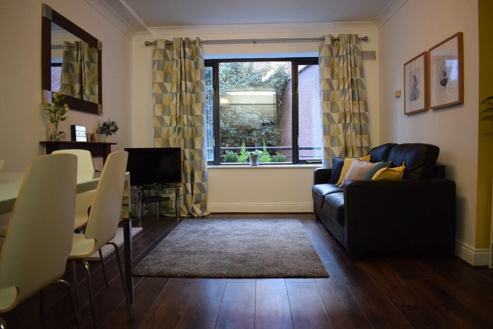 1 Bed Apartment Beside Dublin Castle