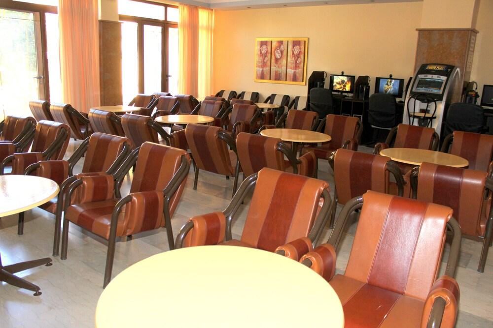 Gallery image of Lefkimi Hotel