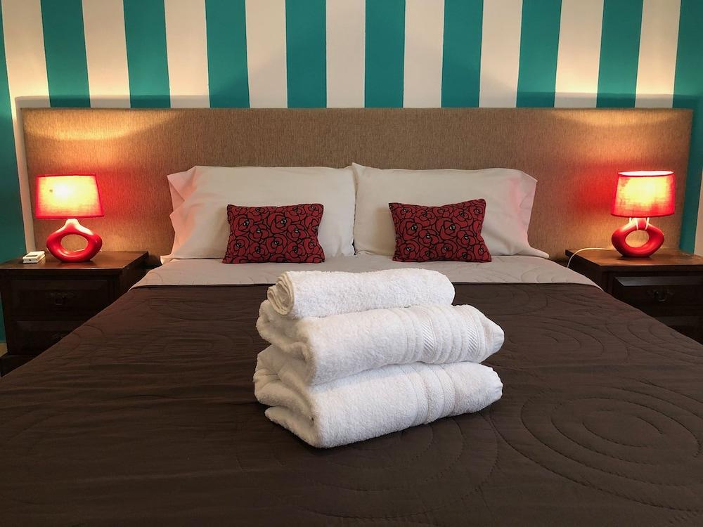 Defensa 821 Bed & Breakfast
