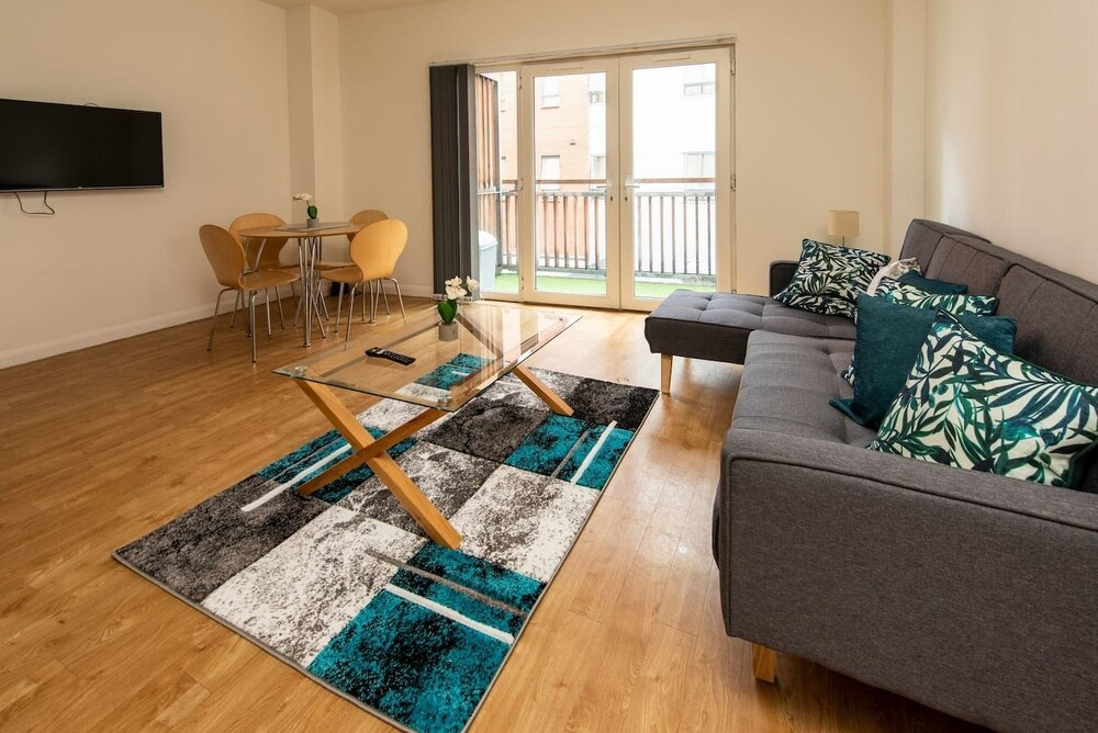 Homey Smart 1 Bed Close to City Centre and Arena