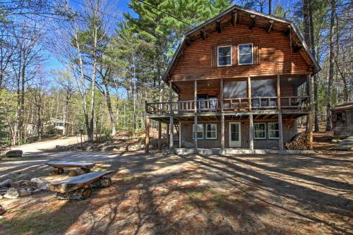 'Treehouse' Rustic Madison Cabin with Game Room Deck