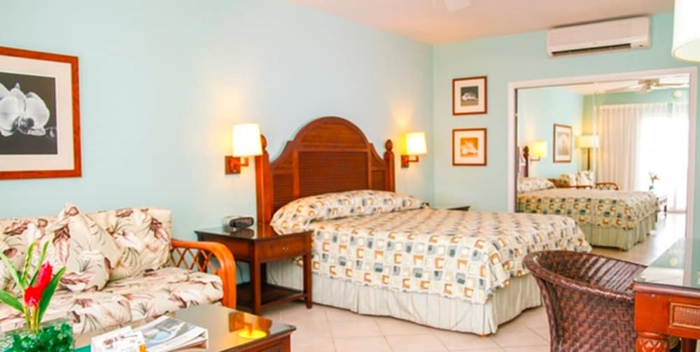 Gallery image of Trade Winds Hotel