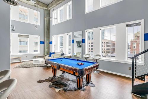 Aqua Azure Midtown Two Story Loft ATL Station