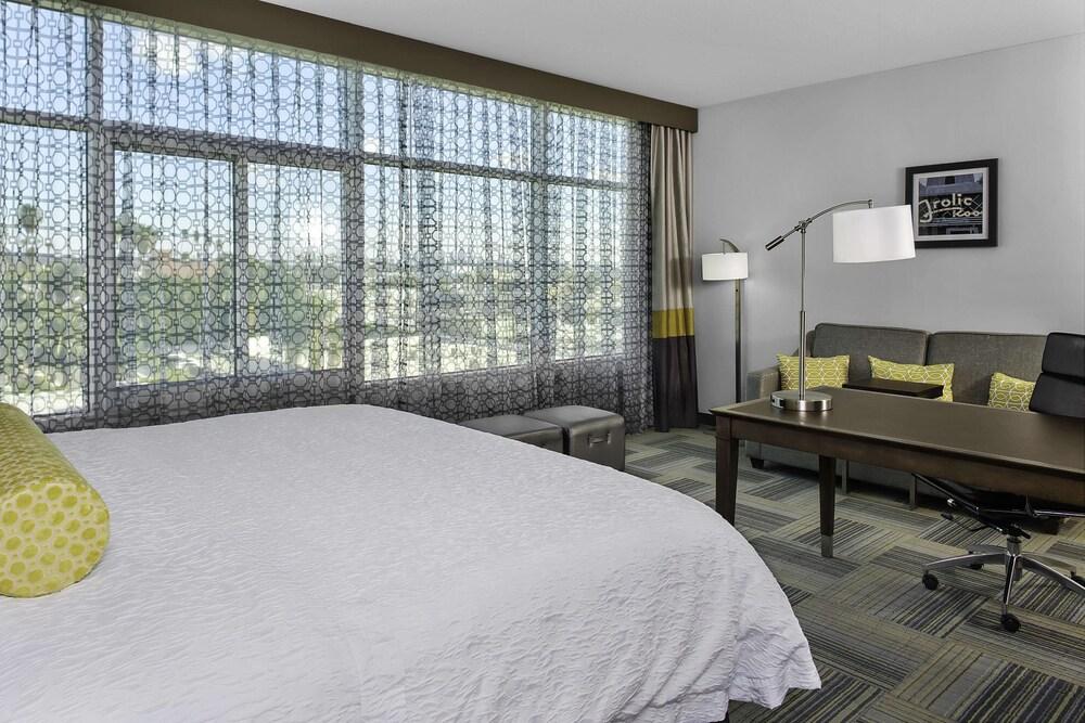 Gallery image of Hampton Inn & Suites Los Angeles Hollywood CA