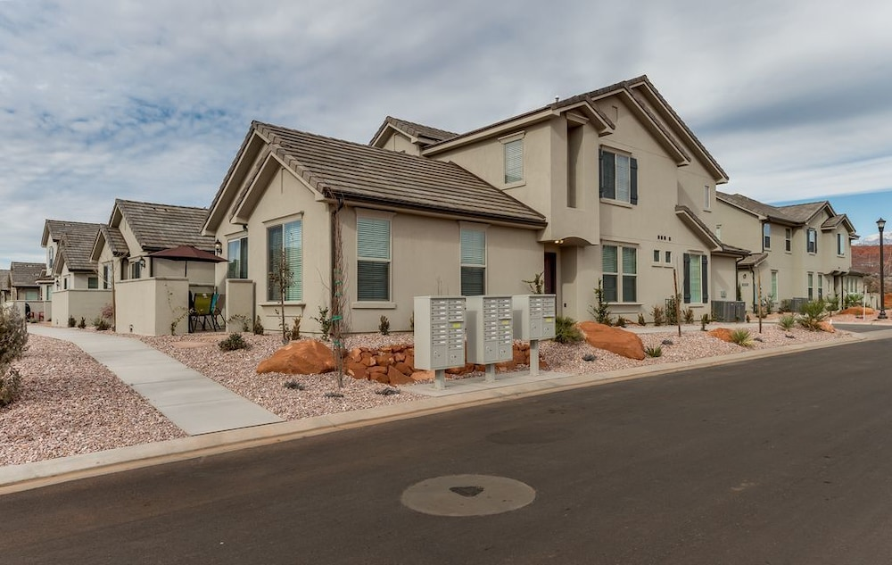 Red Cliffs 3 Bedroom Townhouse
