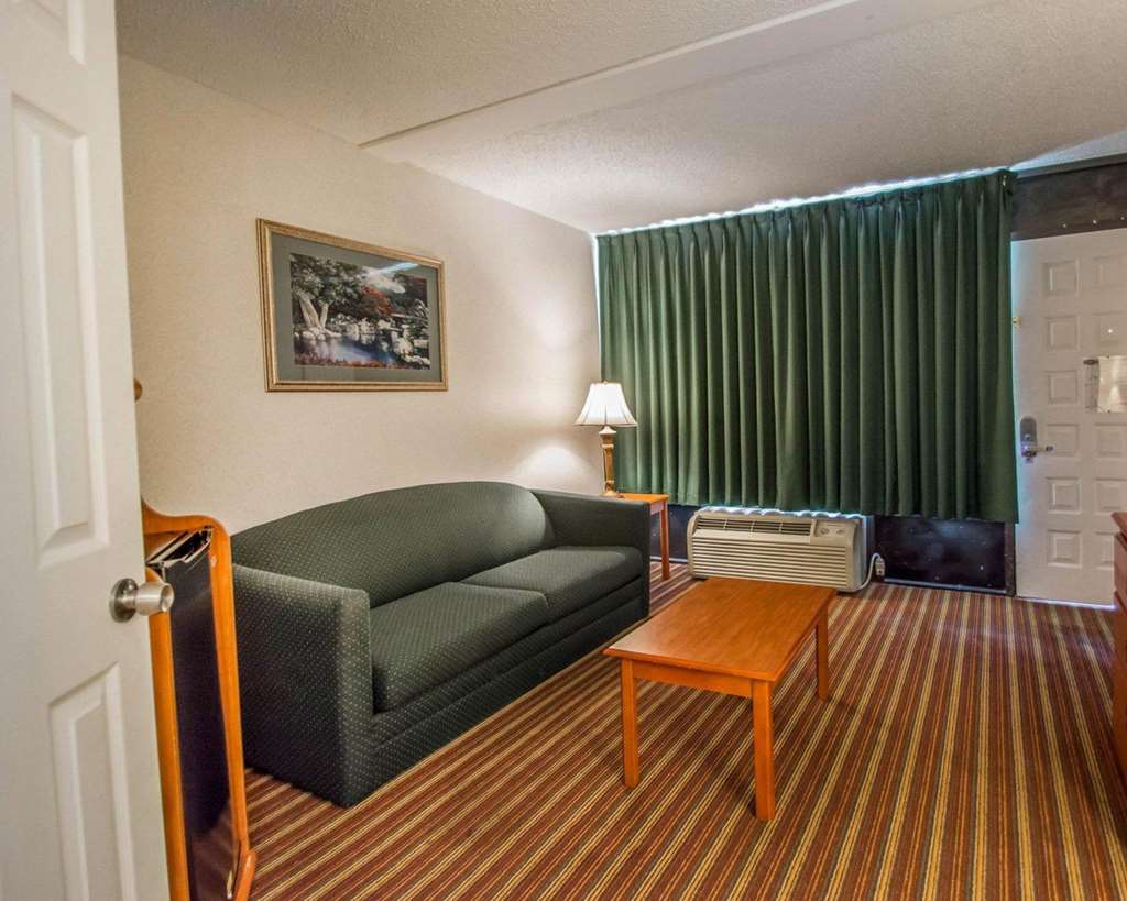 Gallery image of Quality Inn & Suites at Tropicana Field