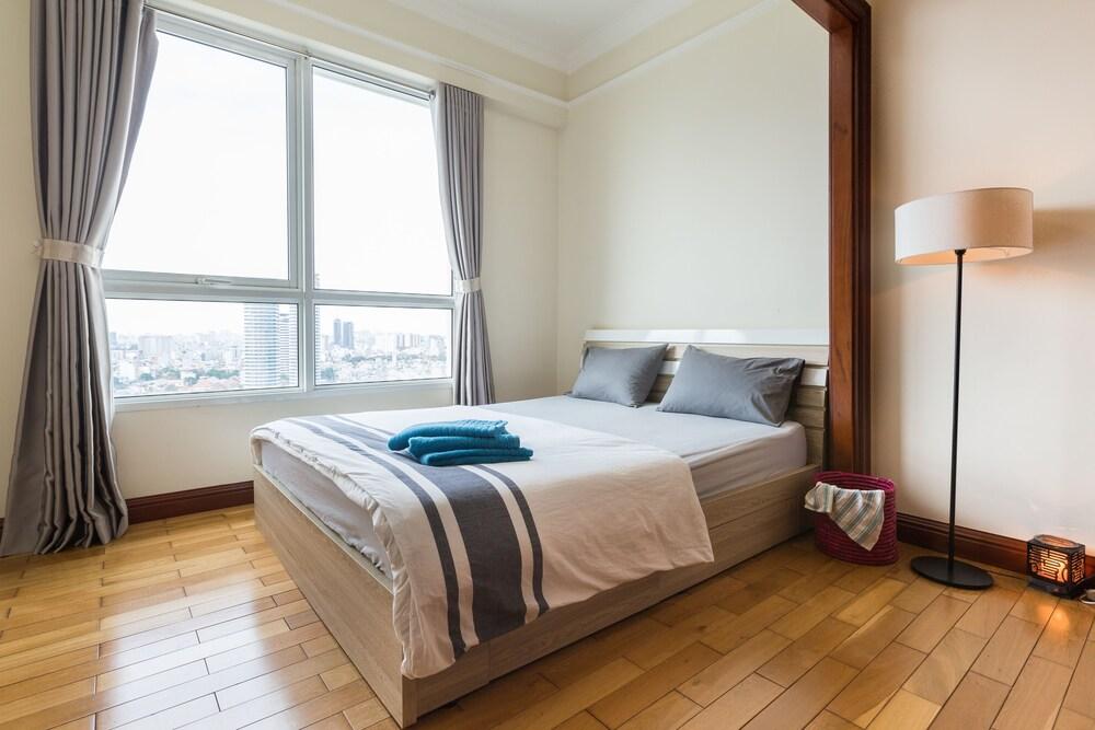 The Manor Luxury 1BR Apartment Center