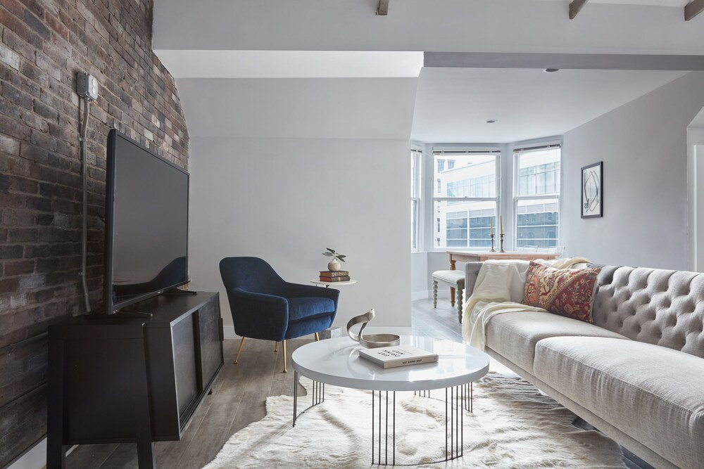 Grand 2BR in Downtown Crossing by Sonder