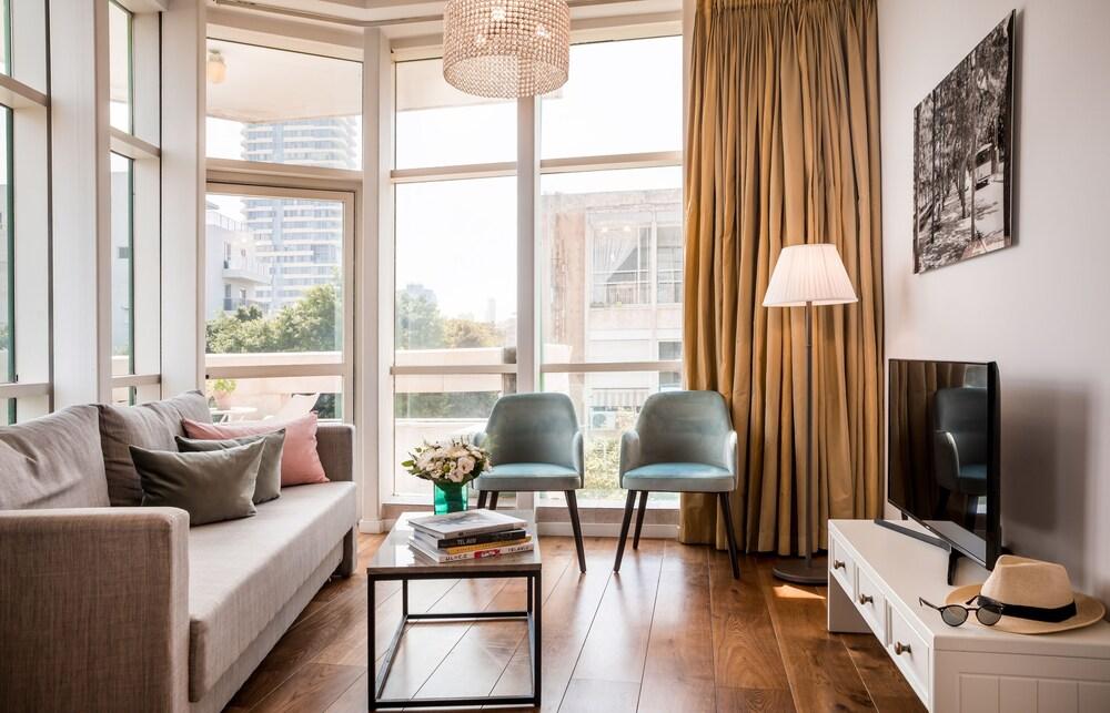 Dizengoff Suites Hotel