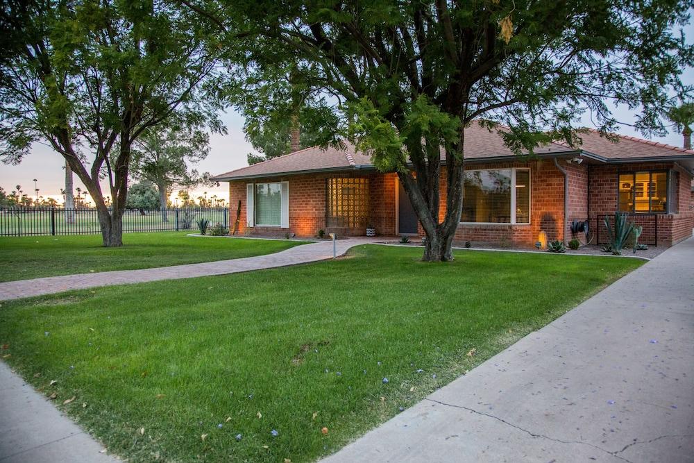 Encanto Vistas A Golf Property in Central Phoenix