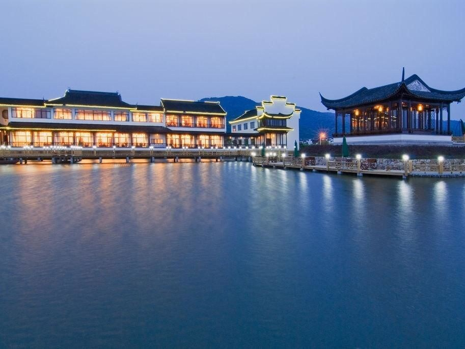 Luxiang Gucun Holiday Hotel