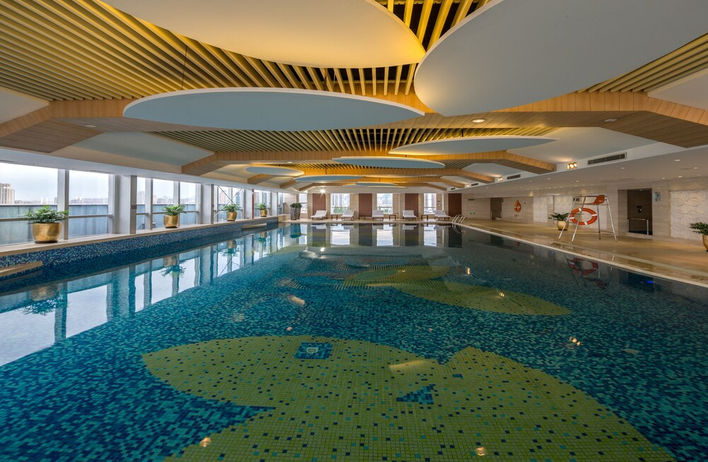 Hangzhou Haiwaihai Crown Hotel