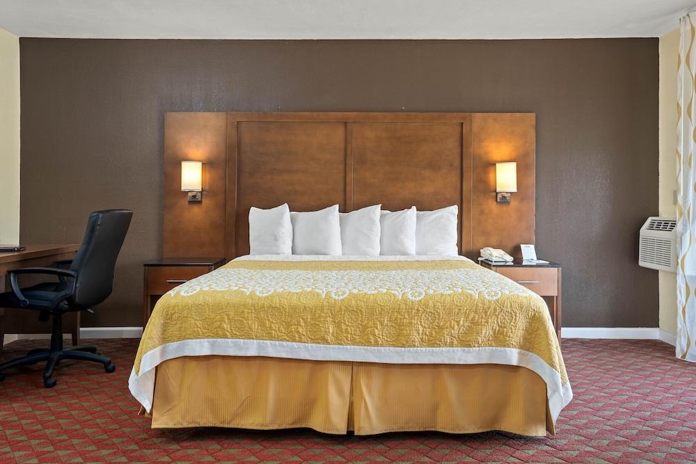 Gallery image of Days Inn by Wyndham San Simeon