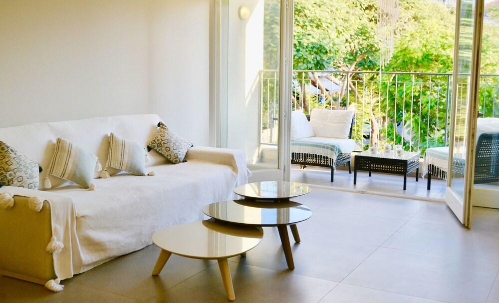 Design apt in Neve Tzedek Terrace #N11