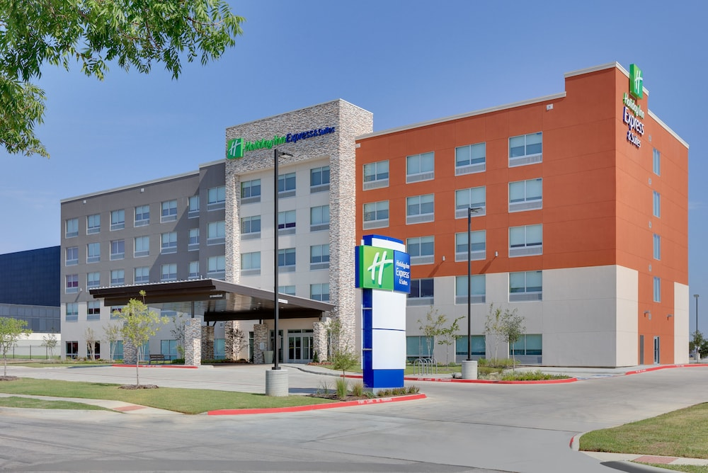Holiday Inn Express & Suites Dallas NW HWY Love Field
