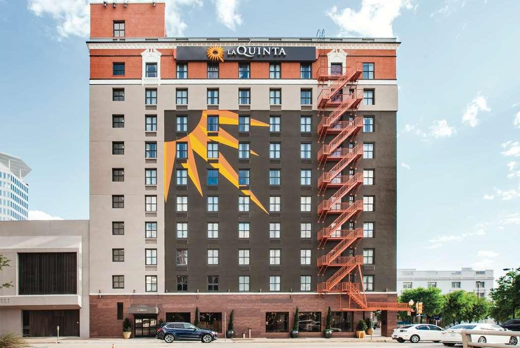La Quinta Inn & Suites Dallas Downtown