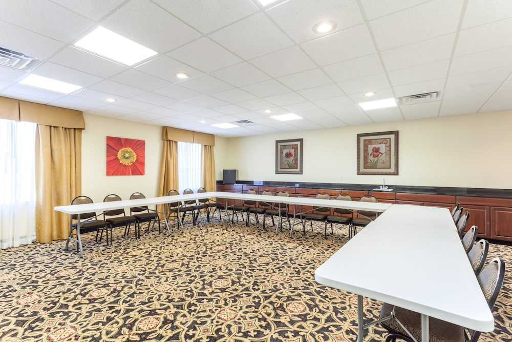 Gallery image of Holiday Inn Express Hotel & Suites Clarksville