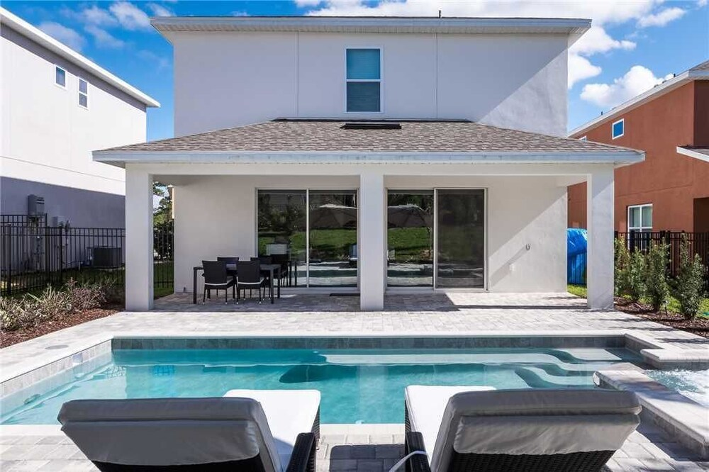 Reunion Magic 5 Bedroom Home with Private Pool and Spa